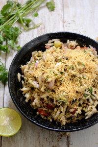 Bhelpuri is the most favourite chaat of Indians. Be it for supper or a quick snack, Bhelpuri is eaten and liked by one and all!