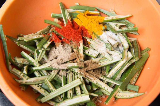Dry spices added in bhindi