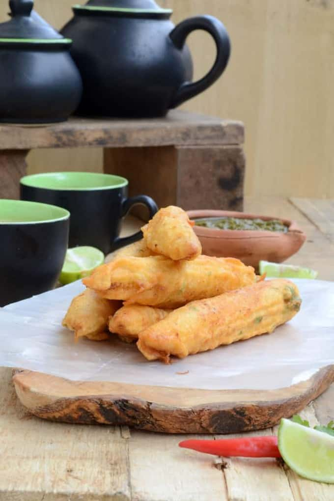 Babycorn Fritters are crispy, delicious bites that are firm on the outside and melt in the mouth within. They are made with the tender corn sticks, dipped in a batter of flour and spices and deep fried till golden and crisp.