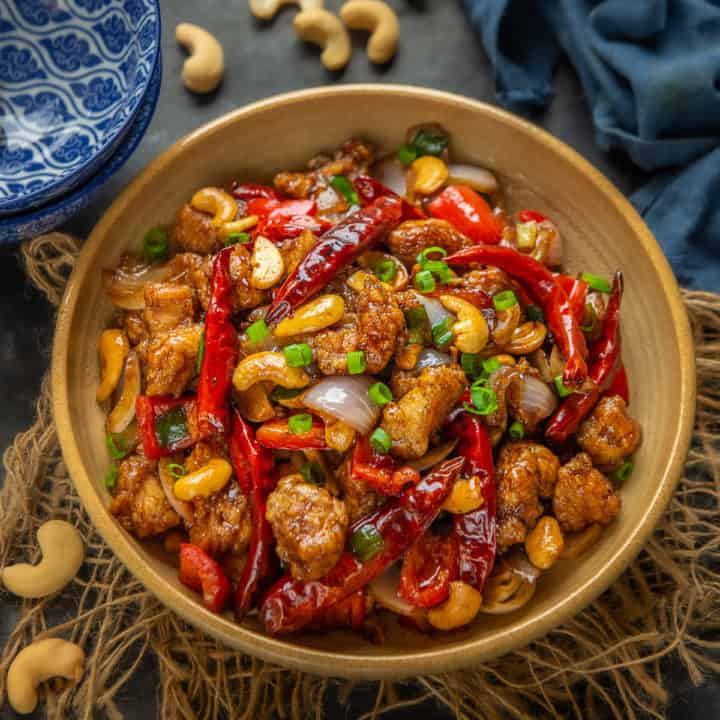 Chinese food is something all of us love, and this Cashew Chicken is a bowl of heartwarming, spicy comfort food that is flavorful and very comforting. Moreover, it is quick to make and is healthy to eat too. Here is how to make it.