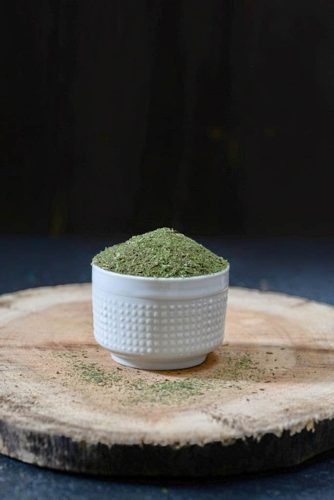 How to Make Dry Mint Powder