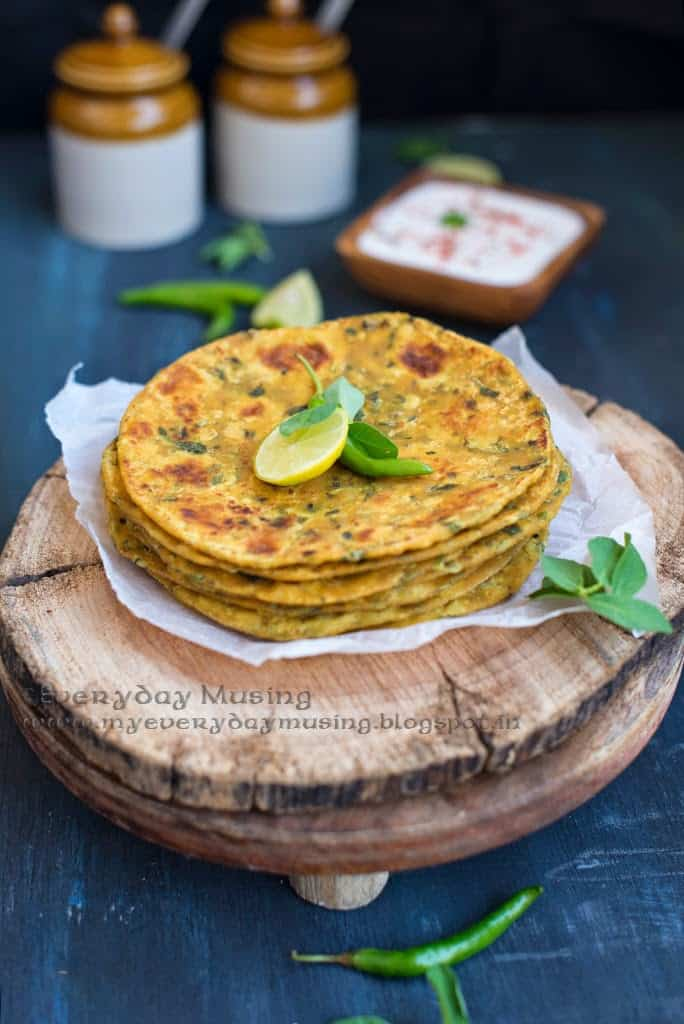 Methi Thepla / Whole Wheat Indian Flat Bread with Fresh Fenugreek Leaves