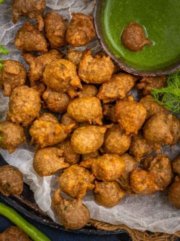 Kuttu ke Pakode is a delicious deep-fried snack made for vrat (Hindu fasting) days. Serve these with a tangy mint coriander chutney and plain yogurt for a hearty meal.