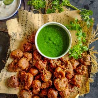 Kuttu ki Pakodi served with coriander chutney.