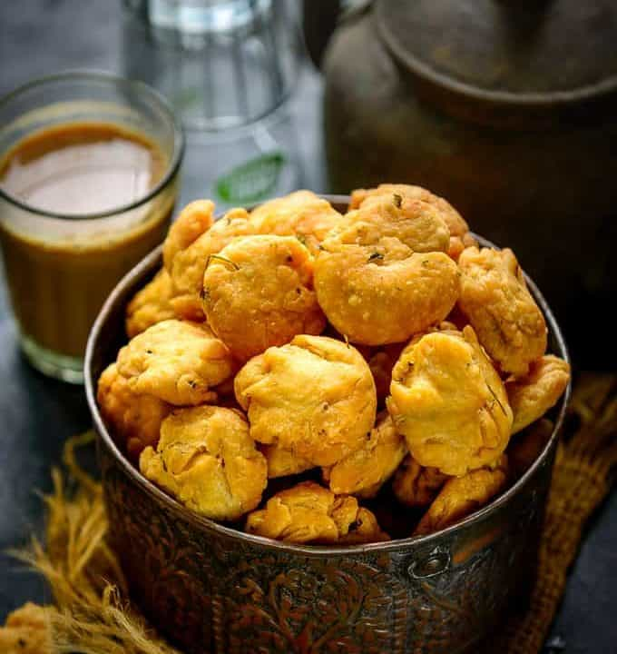 Methi mathri served with chai.