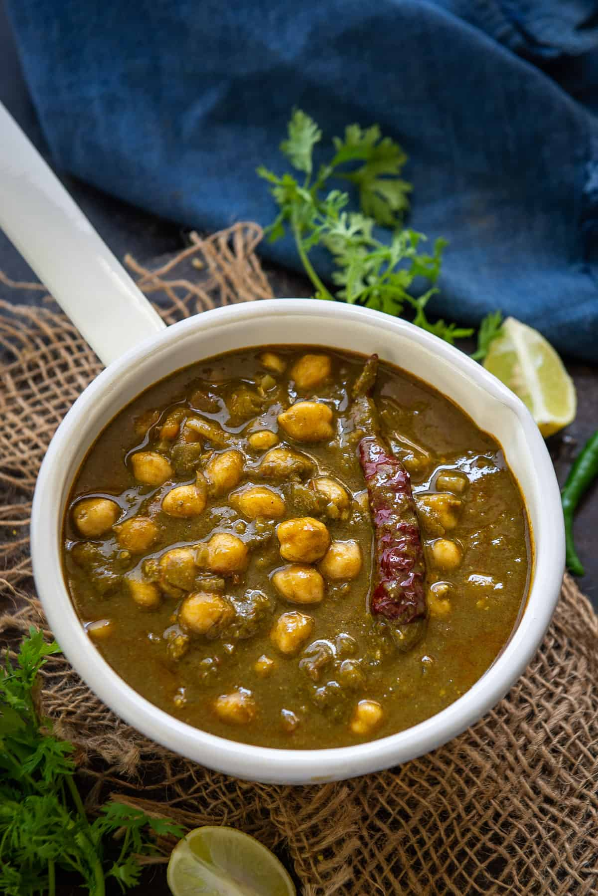 Palak Chole served in a bowl.