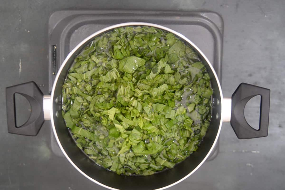 baking soda and spinach added in boiling water.