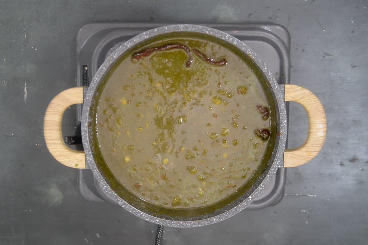 lemon juice added in ready palak chole.
