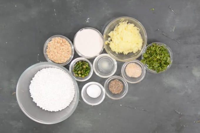 Sabudana thalipeeth ingredients