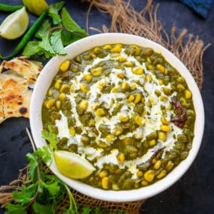 Palak Corn is a delicious Indian curry where fresh corn kernels are cooked in a spinach gravy. It is a healthy dish which goes with roti or paratha. Here is how to make it.