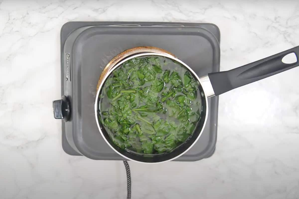 Spinach cooked for 2-3 minutes.