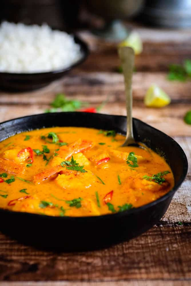 Tried and tested recipe for Thai pineapple and prawn curry made from scratch. This curry is so delicious, you will crave for more. Thai Pineapple Shrimp Curry Recipe, pineapple shrimp curry recipe, prawn and pineapple recipes, pineapple thai curry