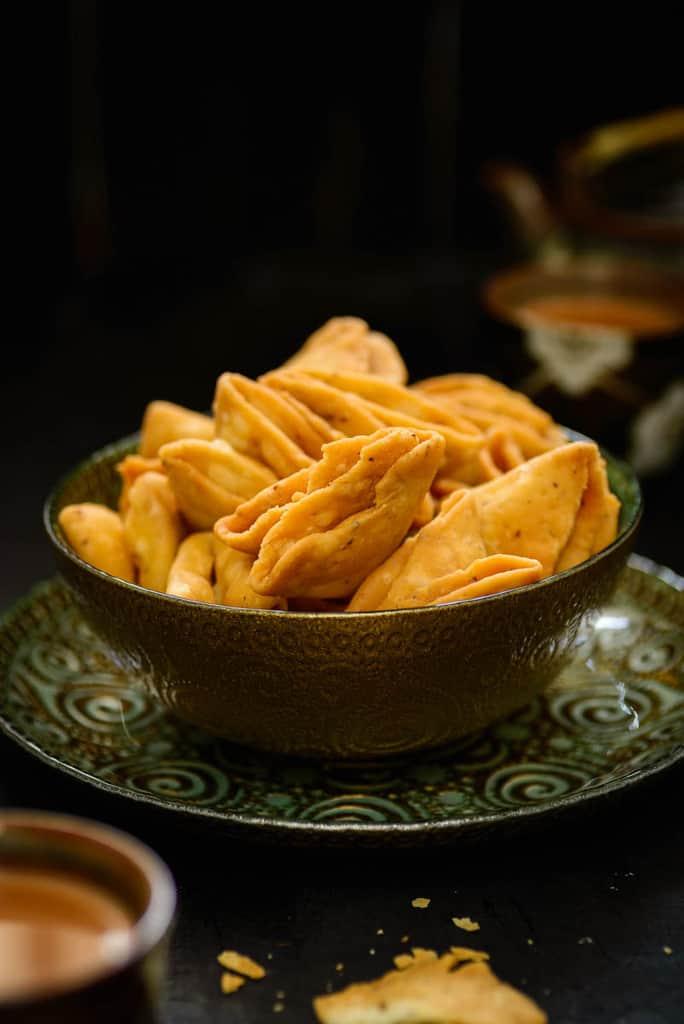 Nimki Recipe, Mathri recipe, how to make mathri, crispy mathri recipe, flaky mathri recipe, mathri recipe by sanjeev kapoor, recipe of namak pare, suji maida mathri,
