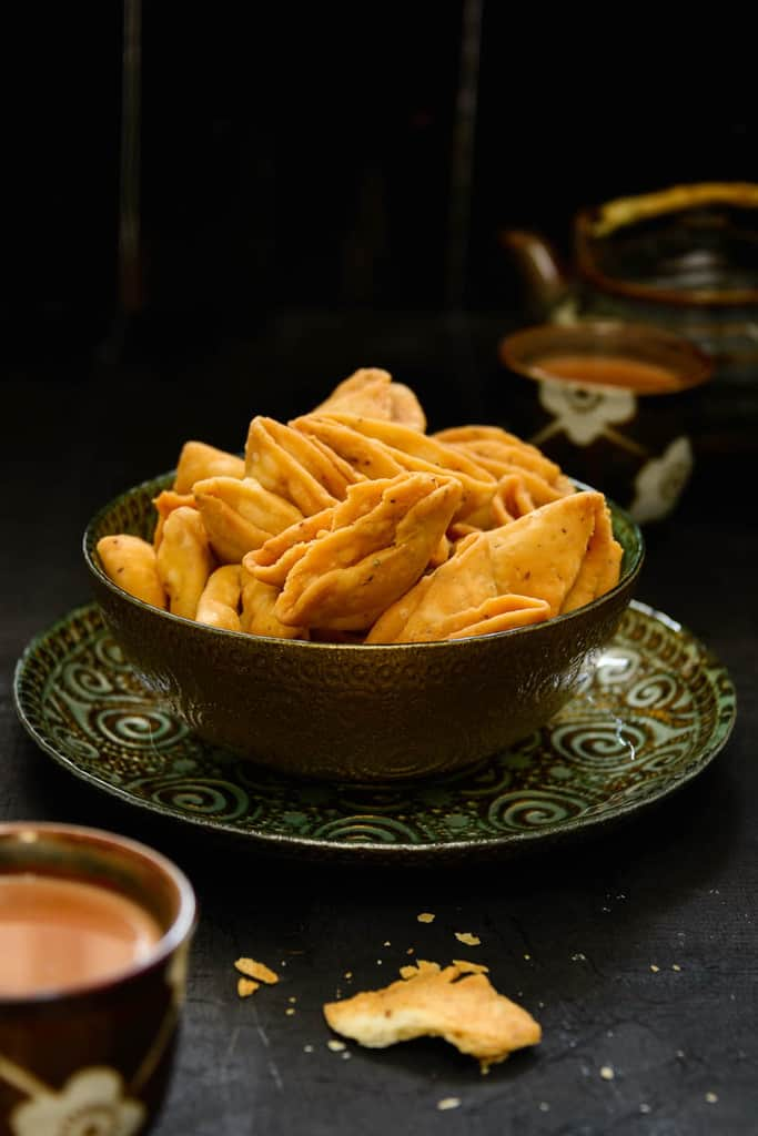 Parti Mathri are basically mathries shaped in a way that they make many layers justifying the name parti ( parat ) which means layers. These are crispy and crunchy and best enjoyed with evening tea or coffee. 10 Unique Food Preparations for Holi