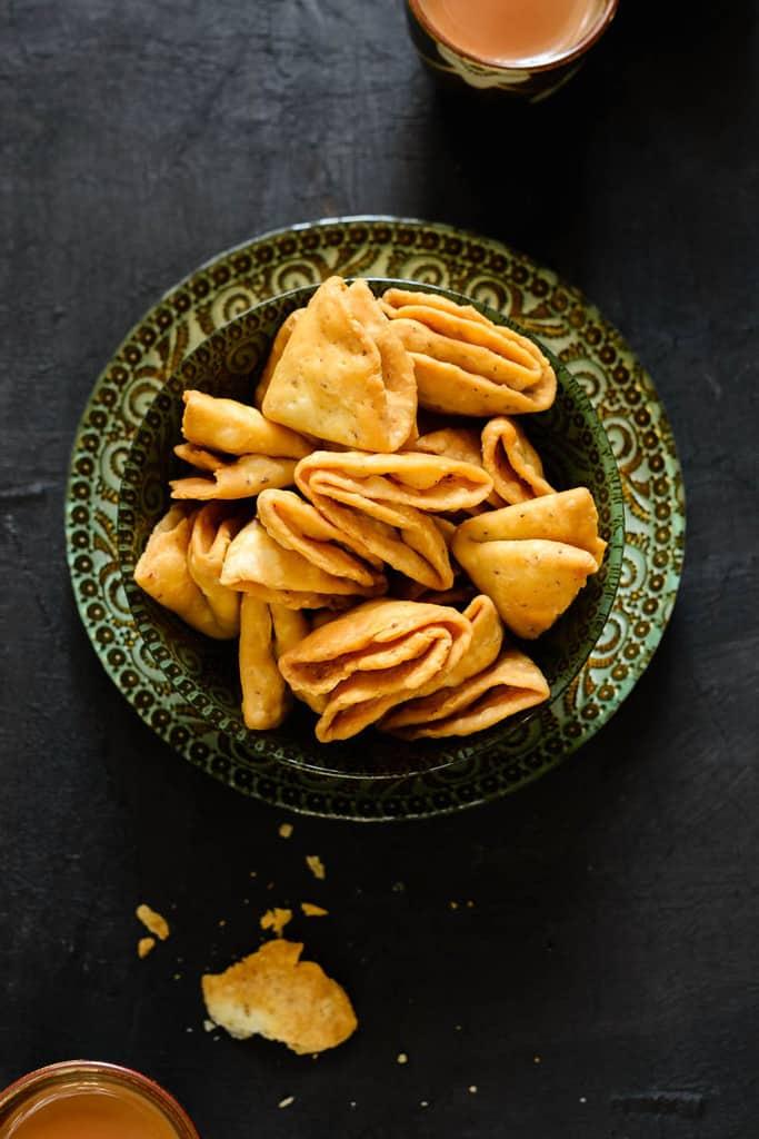 Mathri recipe, how to make mathri, crispy mathri recipe, flaky mathri recipe, mathri recipe by sanjeev kapoor, recipe of namak pare, suji maida mathri.