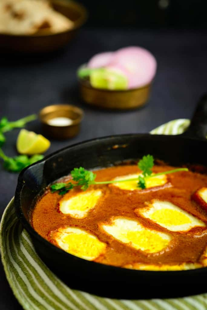 Paneer ke ande is a vegetarian curry where grated panner is shaped like an egg and simmered in a rich and creamy makhni gravy.
