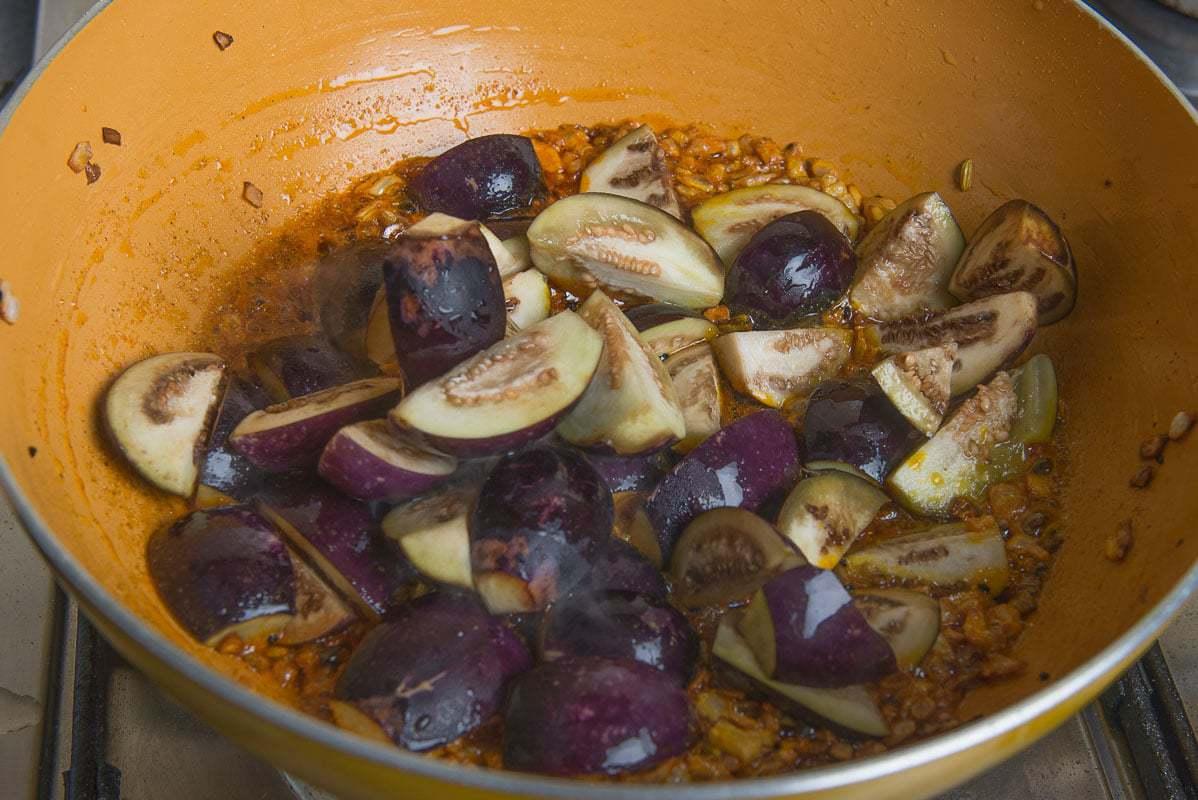Kalonji Baingan Masala Recipe, Kalonji Wale Baingan, brinjal masala for chapati, baingan masala fry, kalonji masala recipe, baingan ki kalonji recipe