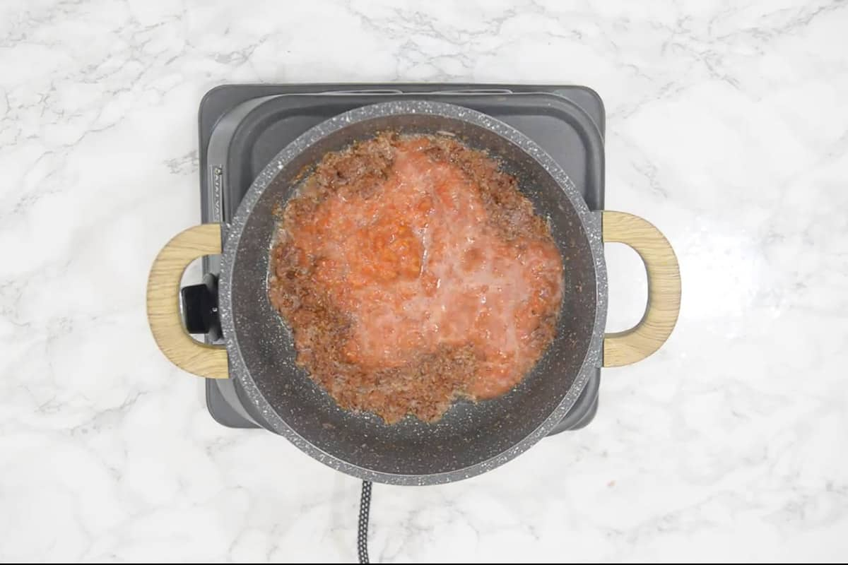 Tomato added in the pan.