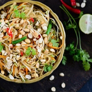 Thai raw papaya salad