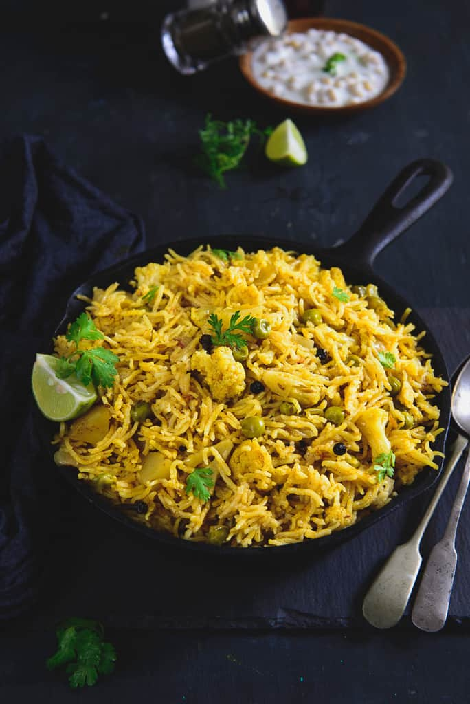 Aloo Matar Gobhi Ki Tahri is a delicious rice dish from the state of Uttar Pradesh in India. Here is a traditional way to make Aloo Matar Gobhi Ki Tahri.