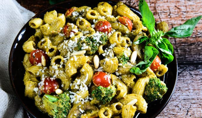 Roasted Bell Pepper and Basil Pesto Pasta | Ringing in with Del Monte Chifferi Rigati