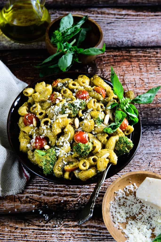 Roasted Bell Pepper and Basil Pesto Pasta