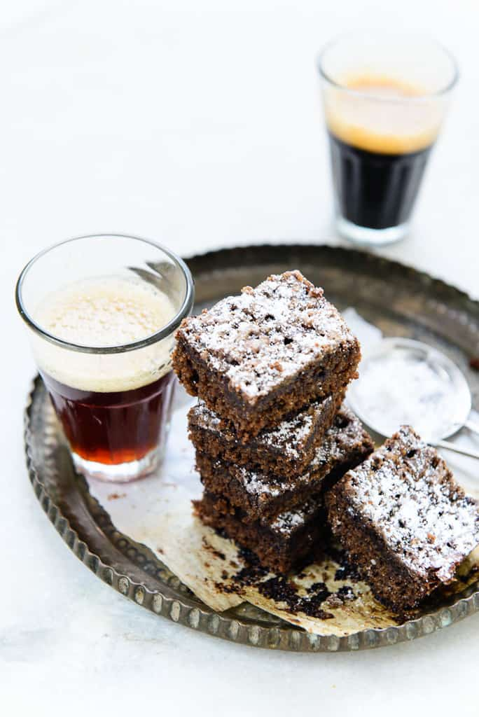 Espresso Oats Brownies are gluten free and great as dessert or coffee snack. Here is a tried and tested recipe to make great Espresso Oats Brownies at home.