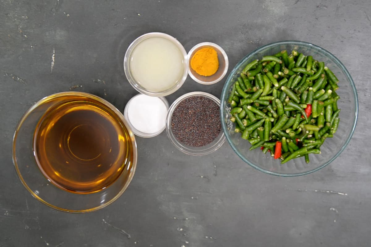 Green chilli pickle ingredients