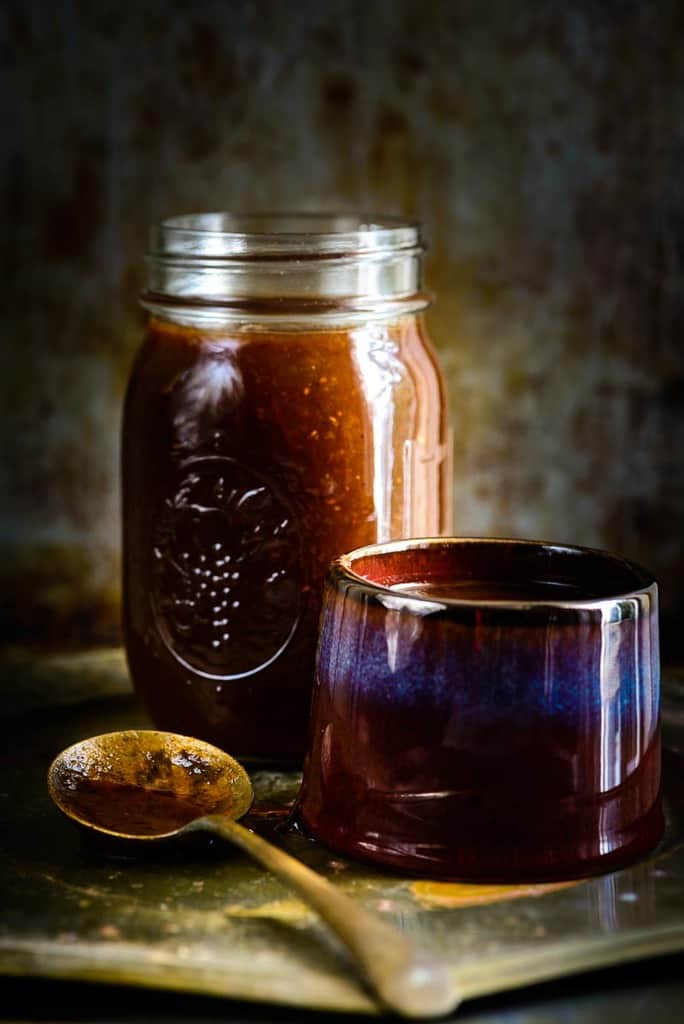 Khajoor Imli Ki Chutney conjures up a beautiful blend of sweet and sour tastes with a spicy hint.It can be used for making chaats, can be eaten with snacks.