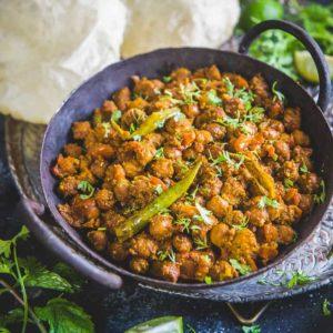 This Sookha Kala Chana is a delicious preparation and a popular Ashtami dish prepared for the Navratri Pooja.