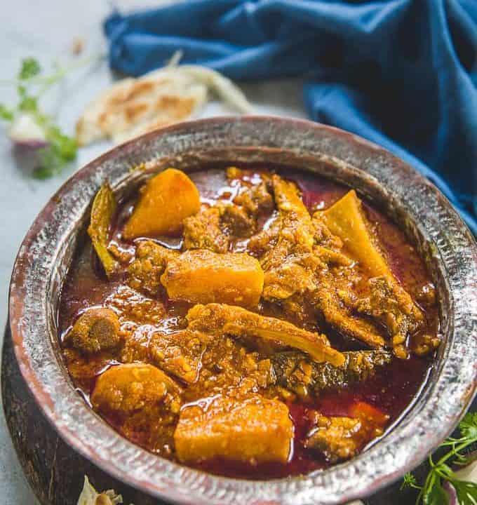 Shalgam Gosht served in a bowl.