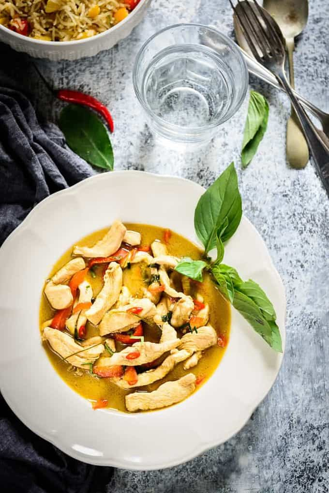 Thai Green Chicken Curry is a very aromatic, delicious and creamy curry, made with the traditional Thai green curry paste, the main ingredient of which is basil and kaffir lime.
