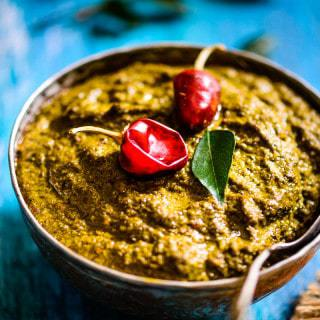 Curry Leaves Coconut Chutney is a traditional South Indian Chutney which carries the intense spice of this green leaf which is perfectly balanced by the sweetness of coconut and sourness of tamarind.
