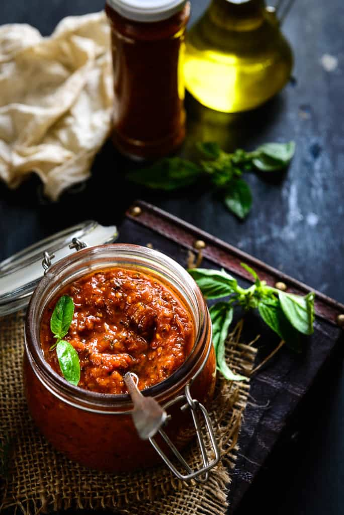 An Italian sauce that originated in Naples, Marinara Sauce is made using tomatoes, onions, herbs and garlic. Unlike the tomato sauce, marinara beautifully blends onions, tomatoes and herbs to create a soft, tasty base that goes well with bread and cheese.