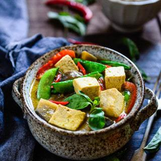 Thai Green Curry with Eggplant, Snow Peas and Tofu is a delicious Thai green curry which is very quick to make and goes perfectly with steamed rice.