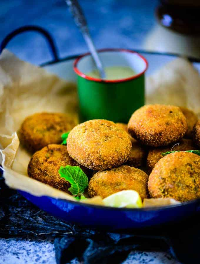Shalgam ke kebab is a snack made using turnip .