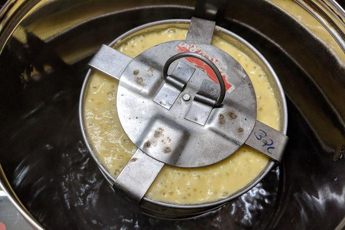 Pan kept inside the steamer.