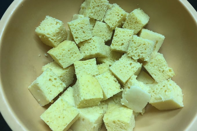 Dhokla cut in cubes.