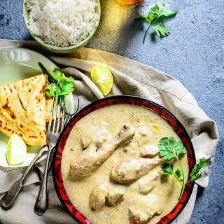 Considered to be one of the must try curries of India, Safed Murg Korma is primarily prepared with cashew nuts, poppy seeds, milk, ghee and yogurt.
