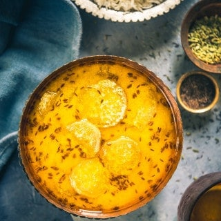Al Yakhni is a Kashmiri delicacy which is made using bottle gourd and a yogurt based gravy. It is mostly served with Steamed Rice.