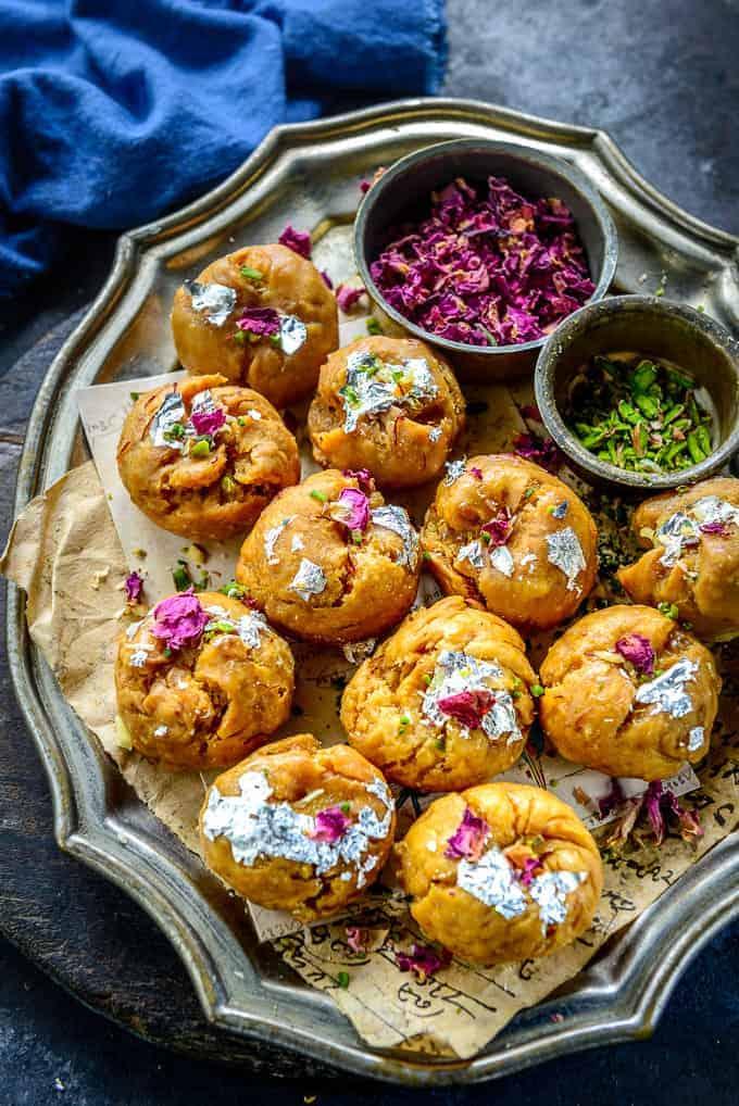 Balushahi served on a plate.