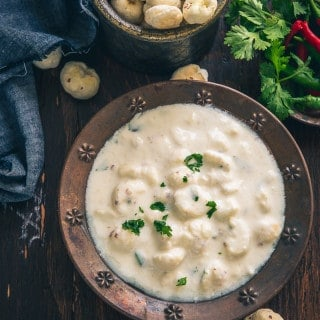 Makhane Ka Raita is a nutritious, slightly crisp accompaniment made from curd and lotus seeds. It is best to serve this raita along with main course dishes.