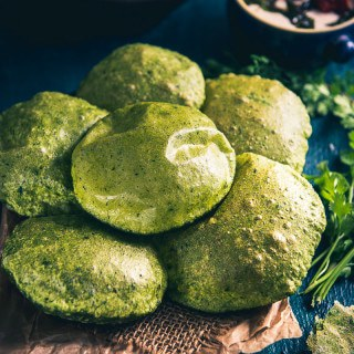 Palak Puri (Fried Spinach Puffed Bread)