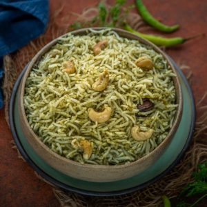 South Indian style Palak Rice or Palak Pulao is a flavourful and aromatic rice dish that is very nutritious, great for skin and bones and tastes great with any gravy or raita. Here is how to make it.