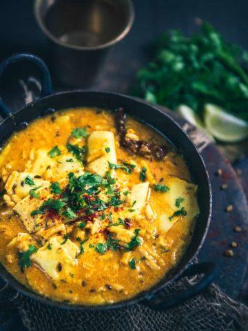 Papad Ghatiya ki Sabzi is a traditional Rajasthani sabzi made from urad dal papad and ghatiya . It can be savoured with rotis or phulkas.