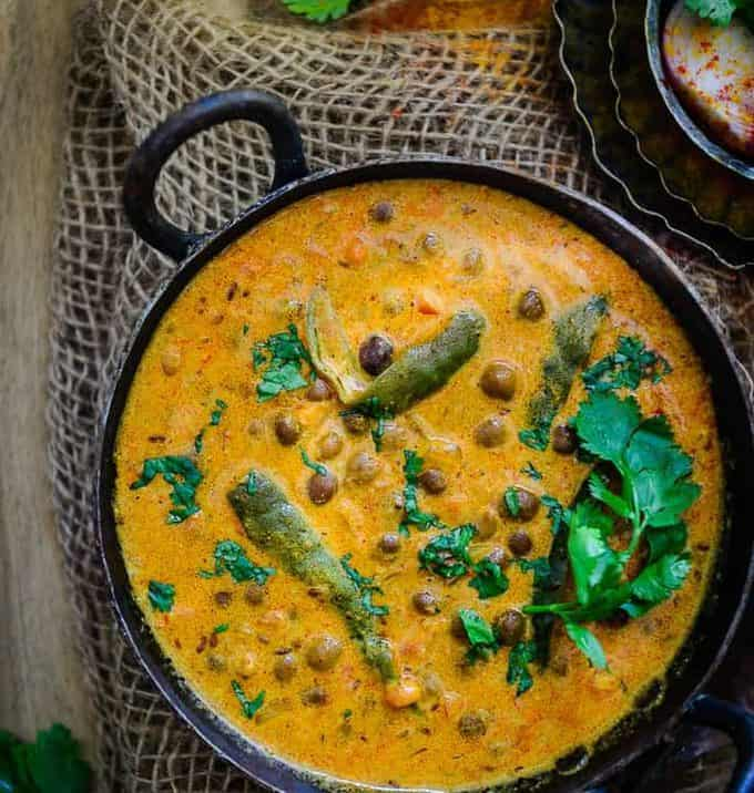 Jaisalmeri Chane is a simple, traditional dish from Jaisalmer, Rajasthan which is made by simmering black chick peas with spices and curd.