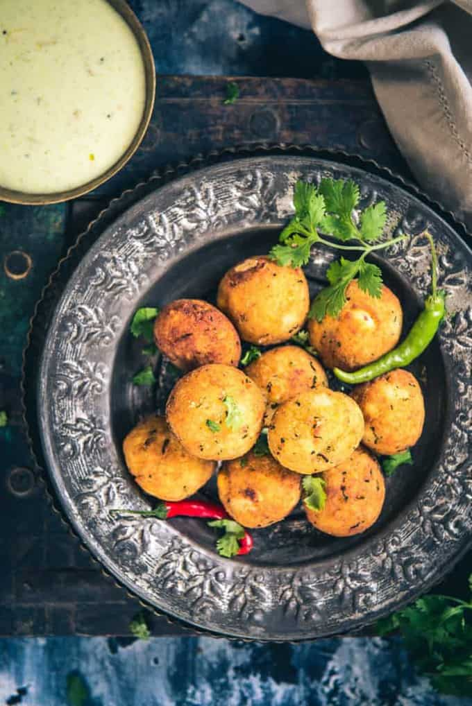 Makhana Paneer Ball Recipe are beautiful, tempting Falhari snacks which are made by using roasted makhana, paneer, potato and spices.