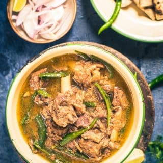 Rajasthani Hari Mirch Ka Maas is a pungent, filling accompaniment made from mutton, onion, garlic and curd. Serve it with Roti!