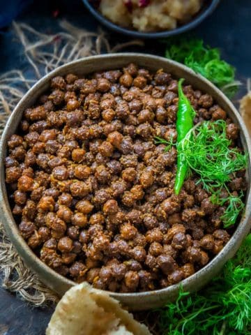 This Sookha Kala Chana is a delicious preparation and a popular Ashtami dish prepared for the Navratri Pooja. Made from black chickpeas, and without the use of onions, it beautifully brings together varied spices and can be enjoyed as is or with plain poori, Methi Poori, or Laccha Paratha.
