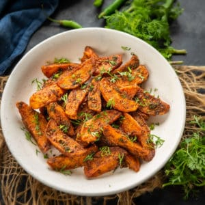 Crisp pieces of potato wedges fried to perfection and tossed with yummy masala made from chili powder, amchoor powder - that's Karare Aloo! Get the recipe to make these delicious crunchy potatoes here.